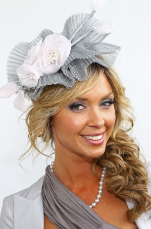 Stylish celebrity fascinator hairstyles world of fashion side swept hairstyles are highly popular and it seems that the fascinator manages to kick the style of the do up a notch boosting its beauty and style solutioingenieria Gallery