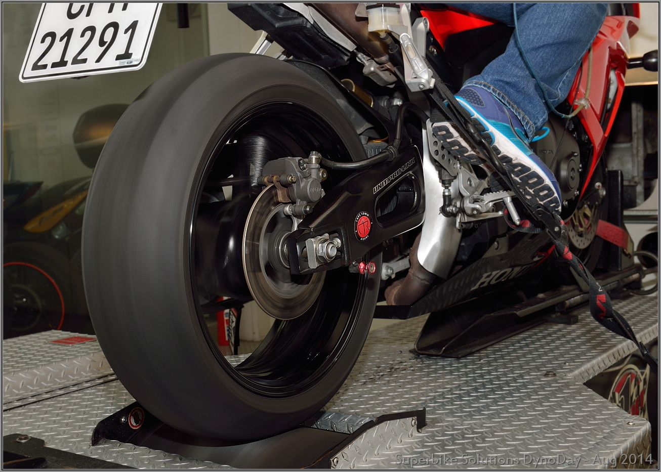 Superbike Solutions 2014 Cbr1000rr Aftermarket Exhaust And Dyno Tuning Two Brothers Honda 2012 Silver Series Slip On System With M 2 Carbon Fiber Canister However Before He Can Start Has Do Things That I Know Of The First Is To Inactivate Native Lambda Sensor Replacing It A Resistor