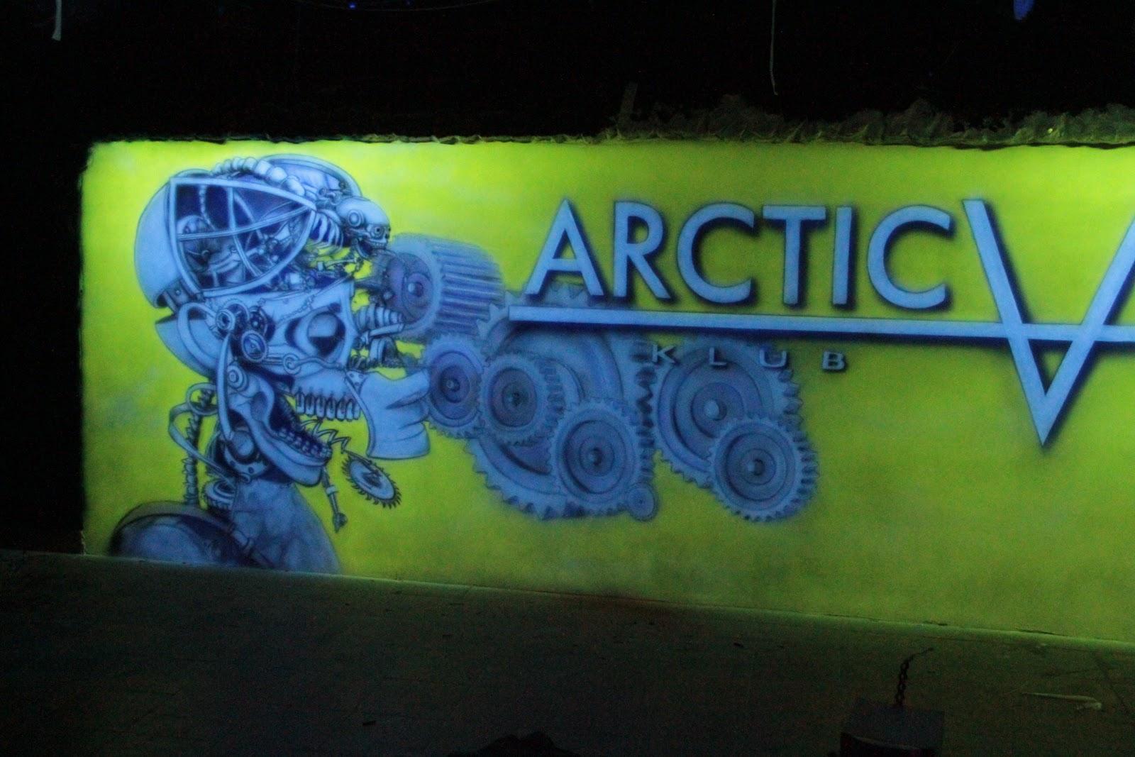 Biomechanika steampunkowa, mural UV, świecący w ciemności, praca wykonana w klubie Arctica w Płocku
