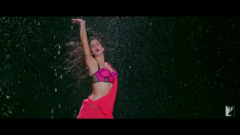 Katrina Kaif armpits, Katrina Kaif wet photos in pink dhoom 3