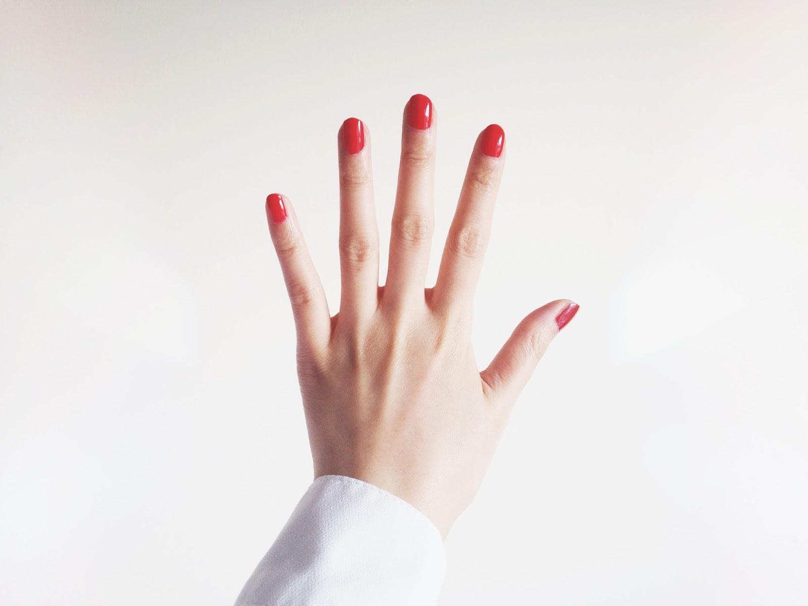 red nail polish, red nail varnish