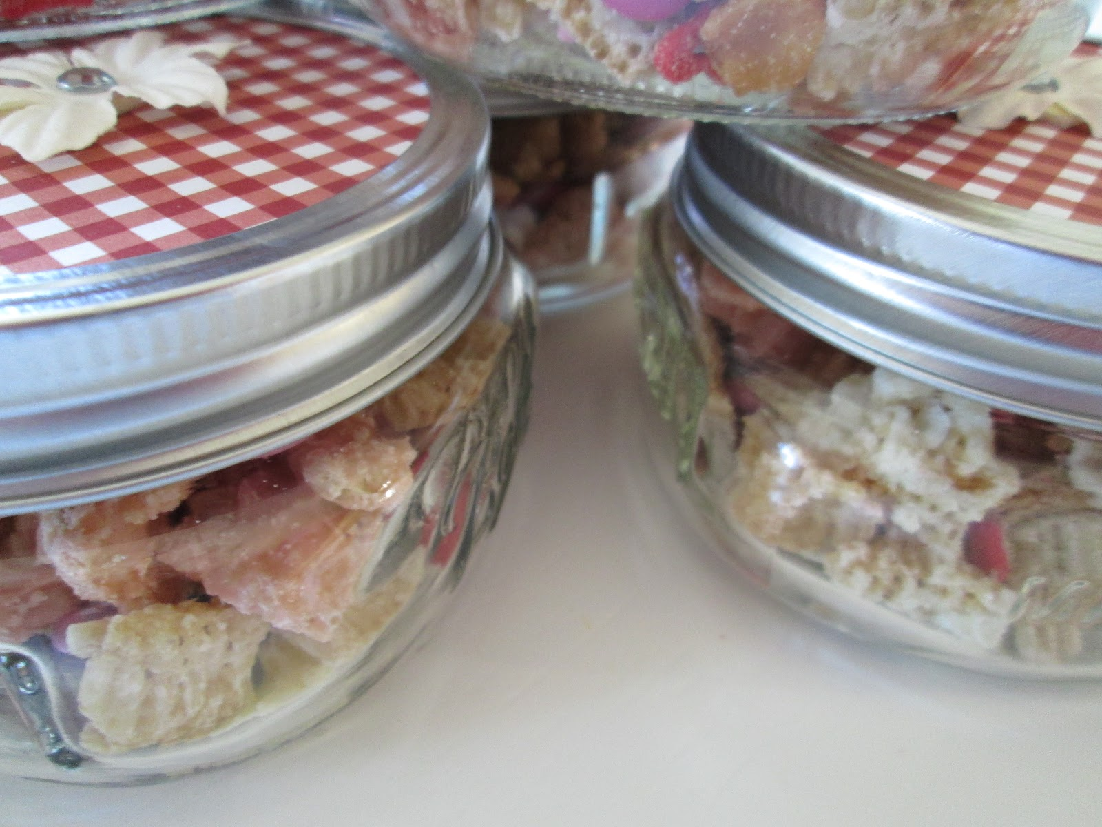 i decorated the top of the jar with a pice of red and white gingham scrapbook paper and added a little flower you could also package this mix into