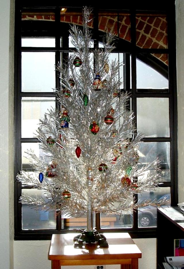 Aluminum Christmas Trees Tv Tropes Mandegar Info