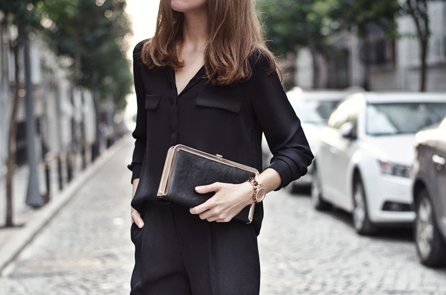 fashion blogger, russian fashion blogger, fashion week street style, total black outfit, michael kors watch, steve madden clutch, mango street