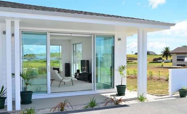 desain pintu geser kaca rumah modern desain rumah
