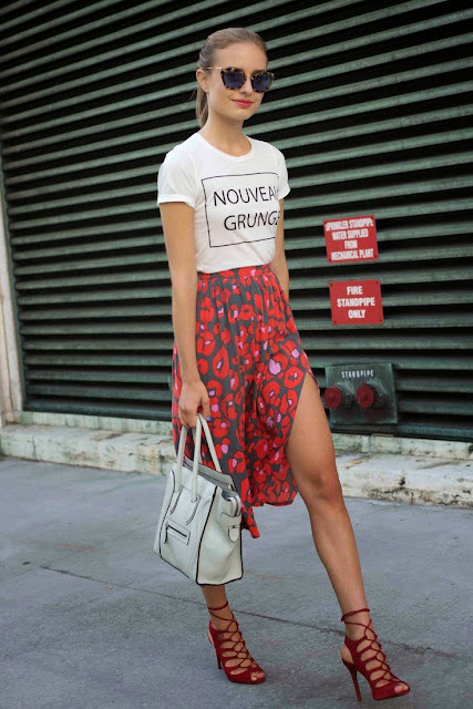 STREET STYLE INSPIRATION NOUVEAU GRUNGE T-SHIRT AND PRINTED SKIRT