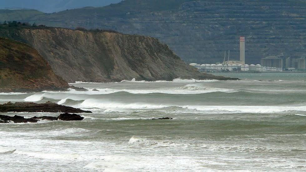 por fin surf en sopelana en invierno 02