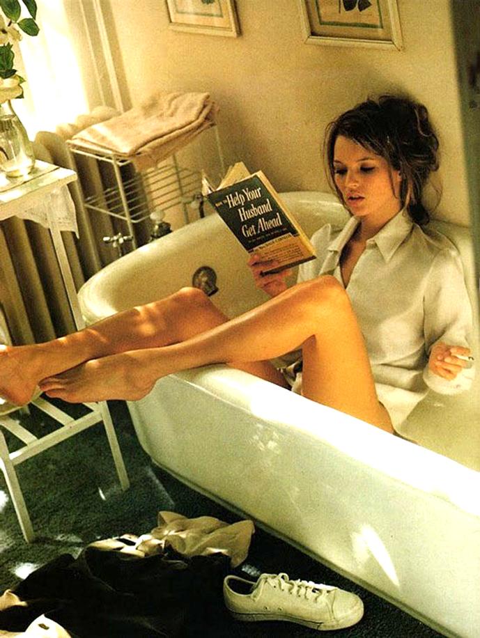 Kate Moss in Vogue Italia December 1995 (photography: Sante D'Orazio)