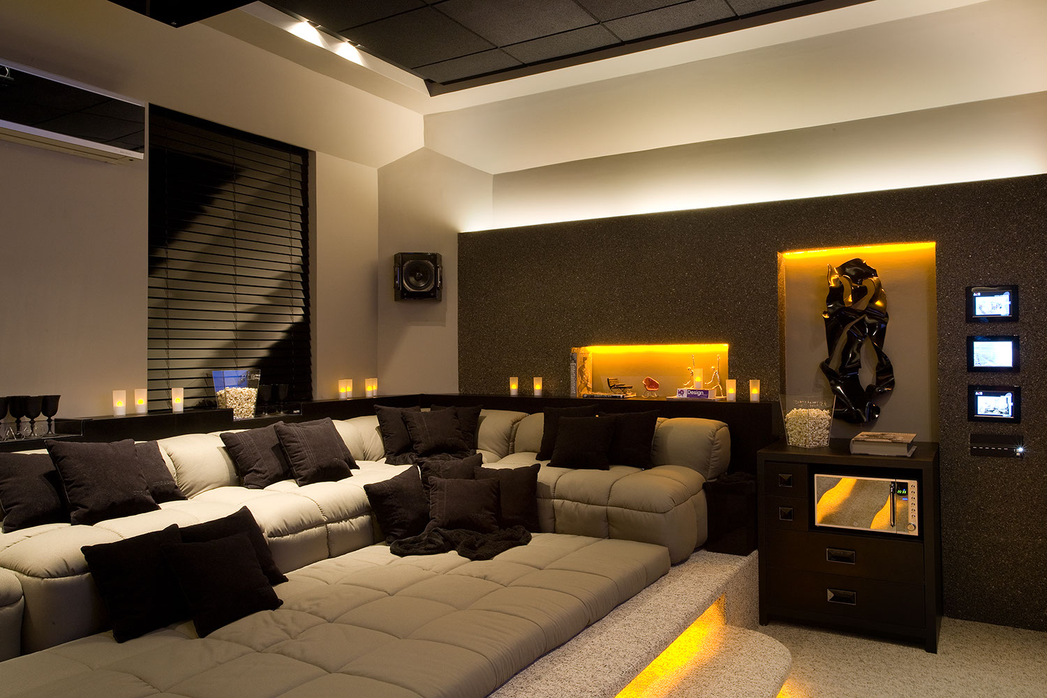 arquitetura e interiores rola um cineminha em casa. Black Bedroom Furniture Sets. Home Design Ideas
