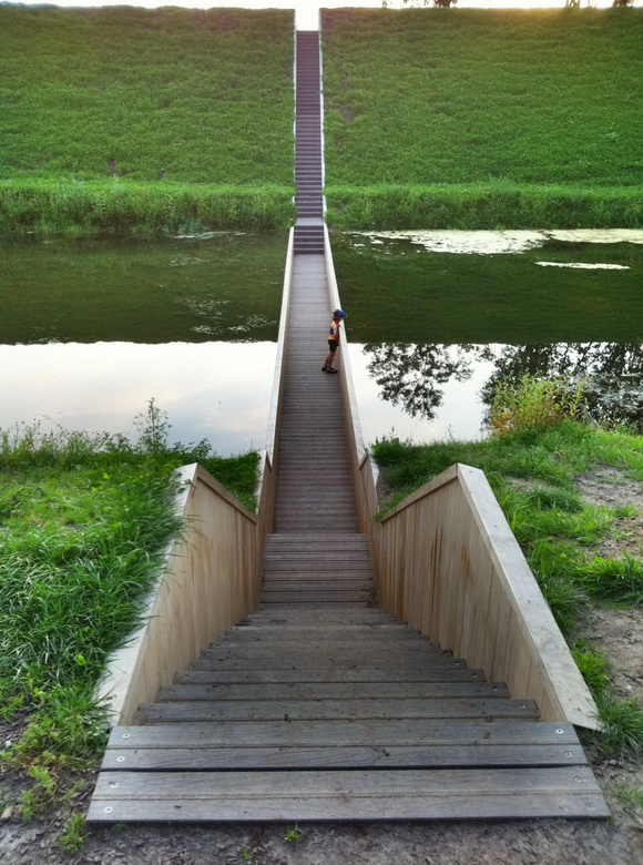 Baño Invisible Japon:Netherlands Moses Bridge Stairs
