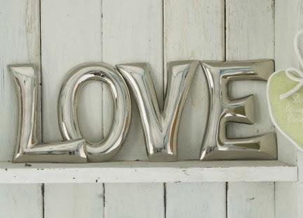 love metal duvar yazısı