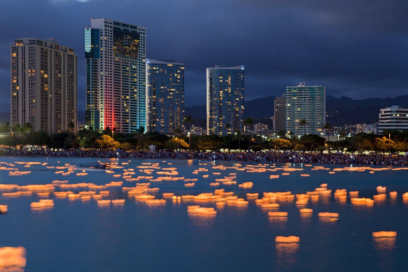 http://1.bp.blogspot.com/-EaR4UHAOjPE/UQNrCdjIMdI/AAAAAAAAPTk/JbItH3g3i7s/s1600/Floating+Lanterns,+Honolulu,+Hawaii+20.jpg