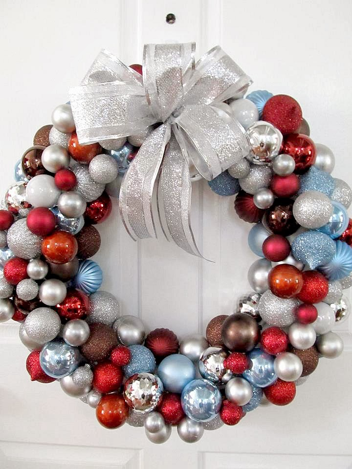 Livelovediy 20 diy christmas ornament wreath ideas this solutioingenieria Image collections
