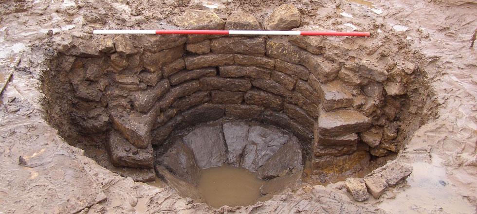 Les d couvertes arch ologiques d couverte d 39 un puits for Construction d un puit