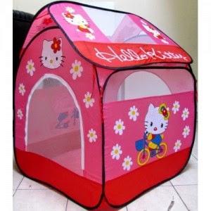 Kado ulang tahun berupa tenda Hello Kitty untuk anak perempuan.