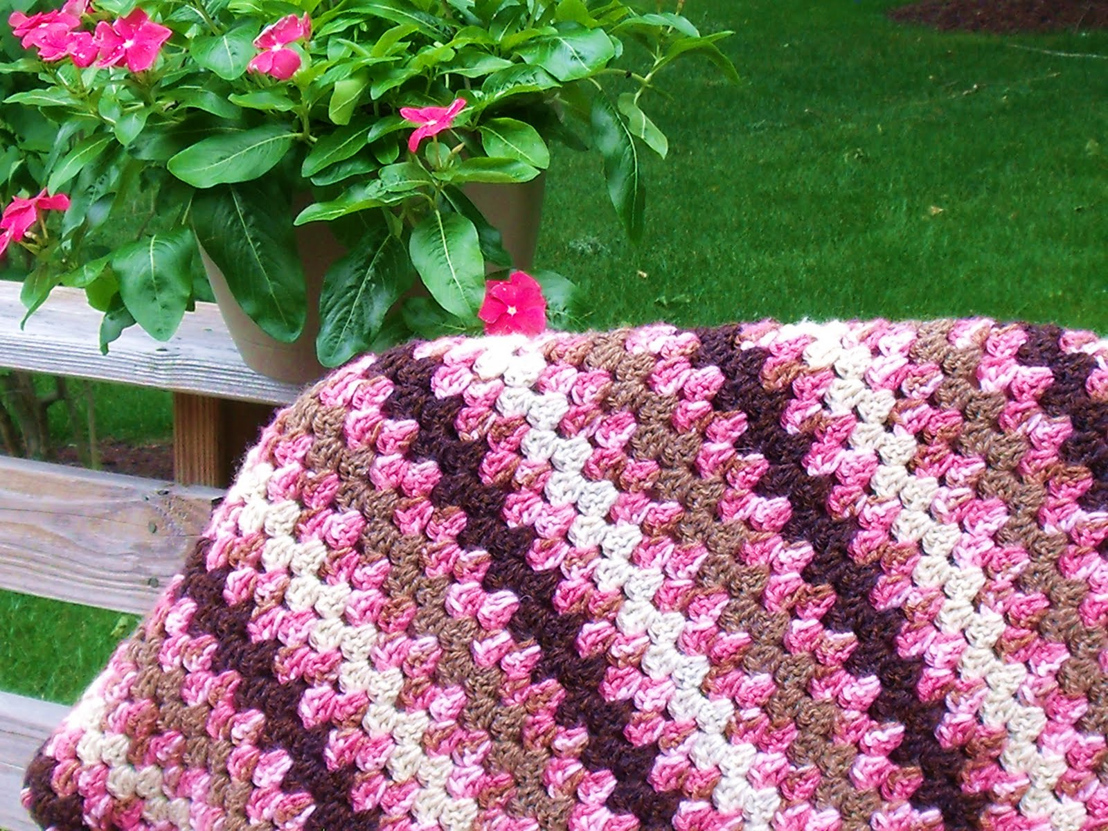 Easy Crochet Striped Afghan Patterns : Easy Crochet Pattern: Granny Stripe and Shell Afghan Finish