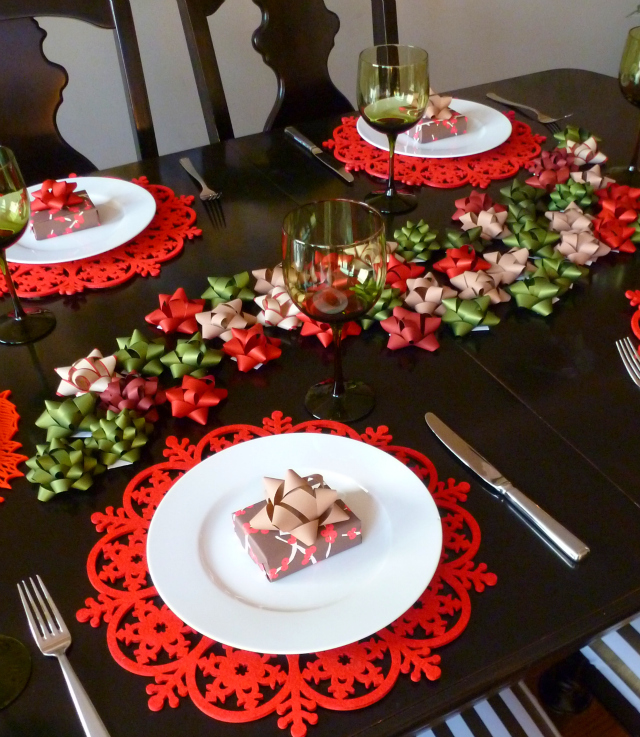 My bow tablescape on damask love blog design improvised - Idees deco table noel ...