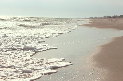 nocowanie na plaży Hiszpania, Barcelona, czy można nocować na plaży w Barcelonie, czy można nocować na plaży w Hiszpanii, namiot na plaży w Hiszpanii, spać w Barcelonie za darmo, czy jest legalne