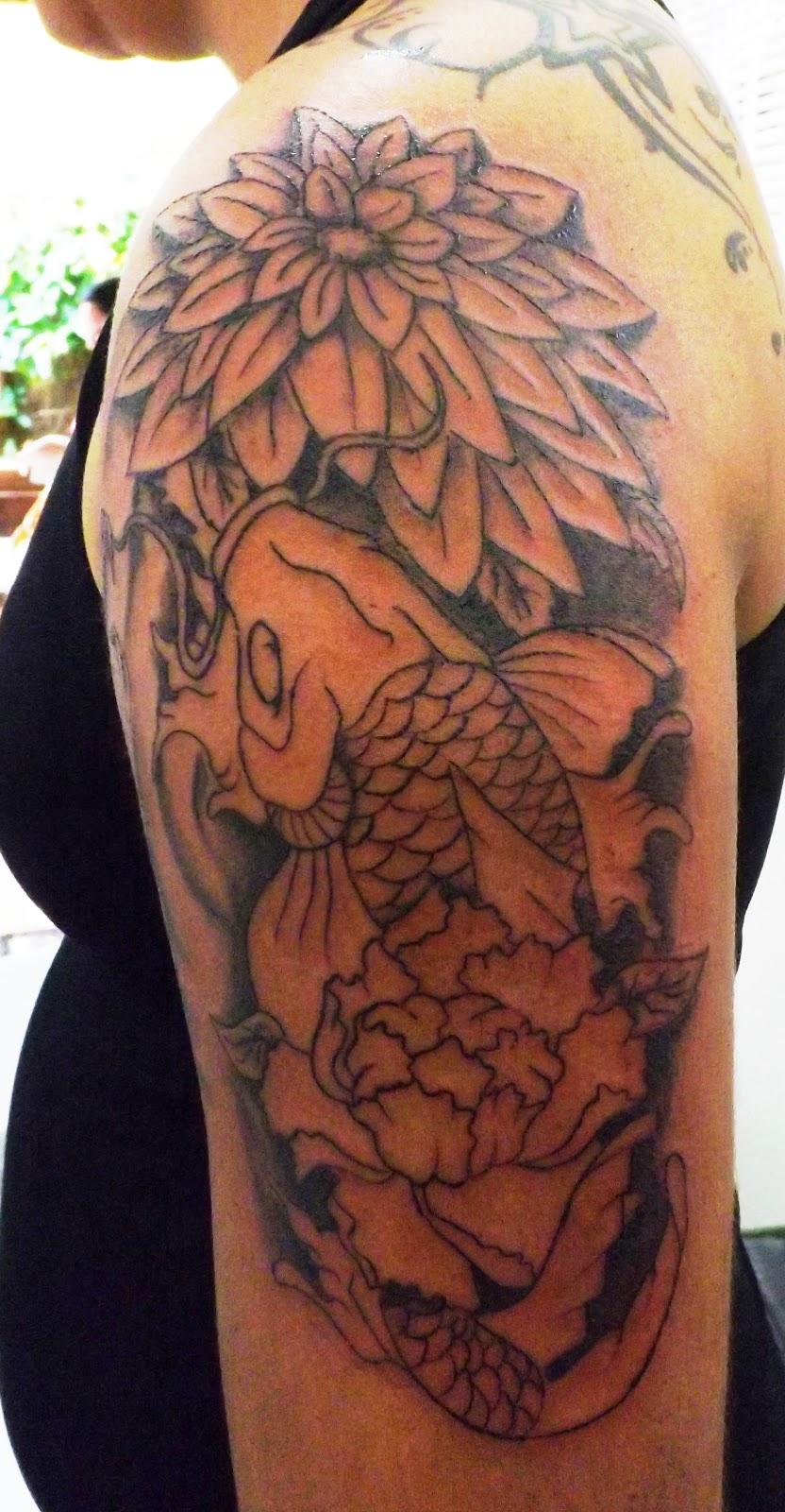 Tatuagem Carpa Com Flores Sess