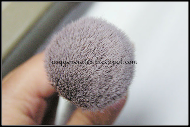 Sigma F82 Round Top Kabuki Brush from the top