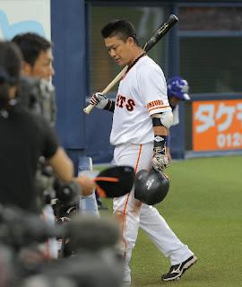 6回2死一塁、空振り三振に倒れた村田