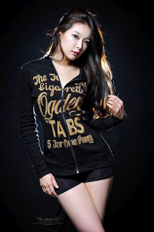 Lee Eun Seo sexy in Black