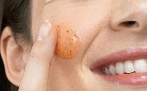 A importância de esfoliar a pele