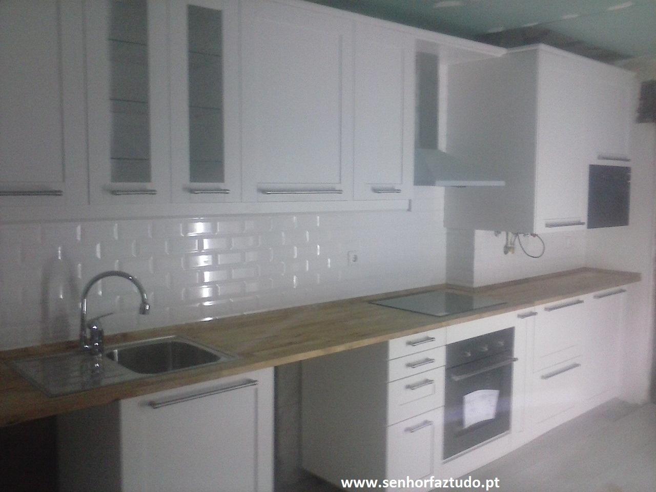 Faz tudo pelo seu lar !®: Montagem de cozinha Ikea em Porto Salvo #615C4F 1280 960