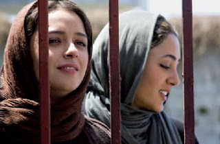 Taraneh Alidosti and Golshifteh Farahani in About Elly