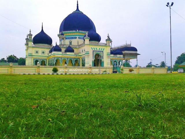 Masjid Azizi tanjung pura Langkat