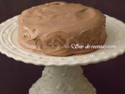 Bolo mousse de chocolate com coco