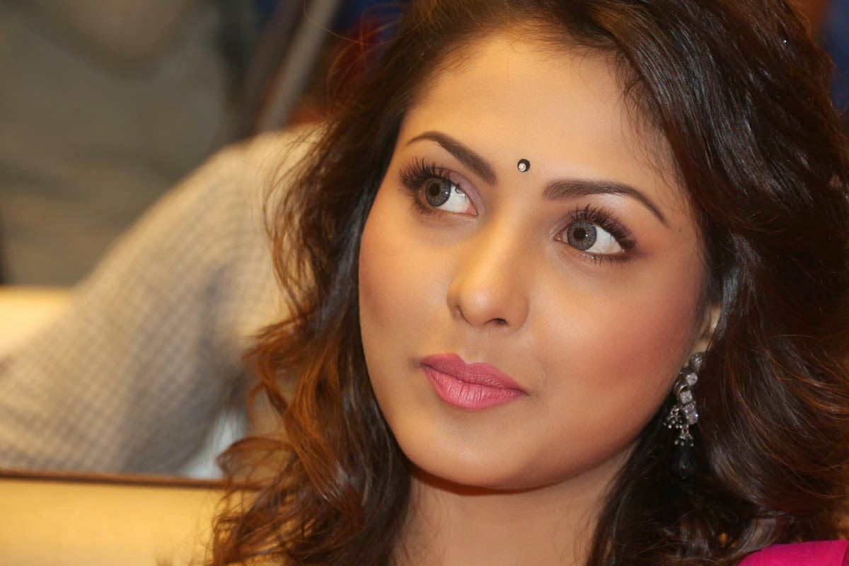 Madhu Shalini gorgeous looking photos-HQ-Photo-12