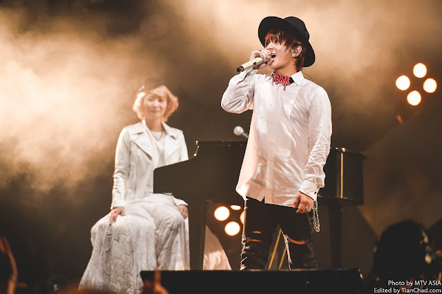 Saori and Fukase of SEKAI NO OWARI performing at MTV World Stage Malaysia 2015 on 12 Sep (Credit - MTV Asia & Kristian Dowling)