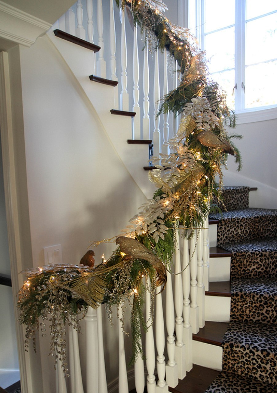 Christmas staircase ideas for decorating my staircase for Stair railing decorated for christmas