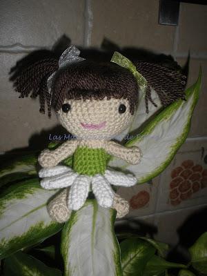 Amigurumi hada margarita realizada a crochet de frente