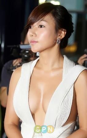 payudara Lee Chae Young yang indah itu menjadi pusat perhatian banyak