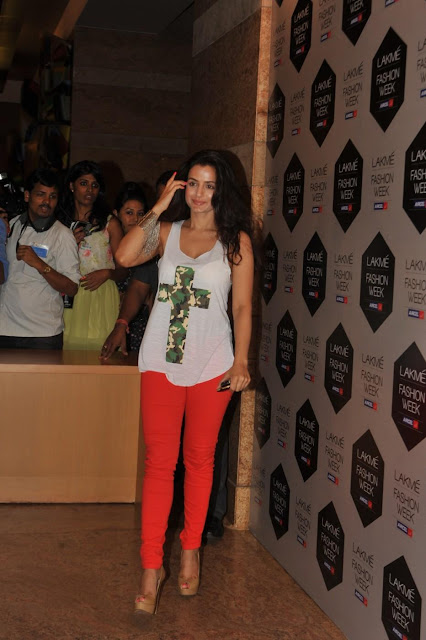 Amisha Patel Lakme Fashion Show Photos