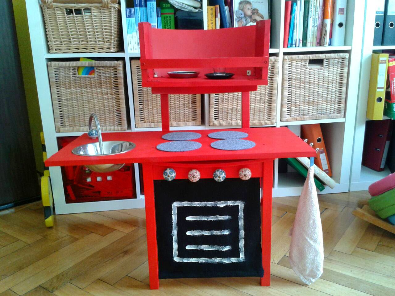 http://blog.donkrawallo.at/2014/08/little-smutjes-upcycling-pantry.html