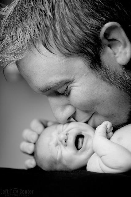 Une Photo bébé et papa bisous