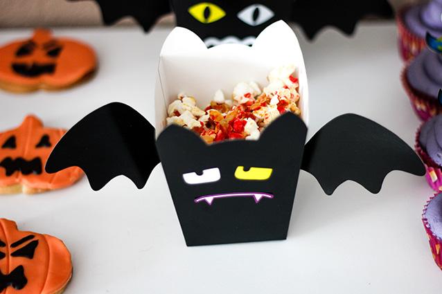 Hallo Halloween Decoraties : Halloween decoratie zombie mes door hoofd elite feestbazaar