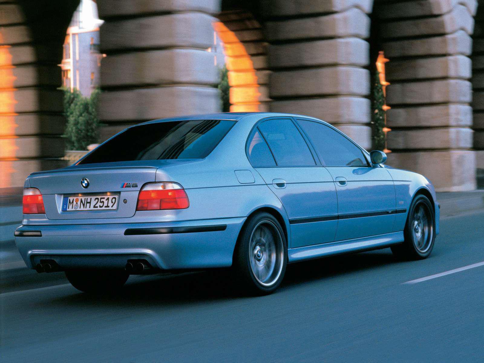 Automotive Database: BMW M5 (E39)