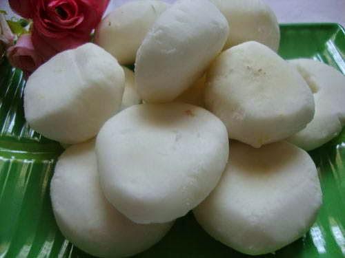 Lotus Seeds Sweet Soup with Water Chestnut (Chè Hạt Sen và Củ Năng)