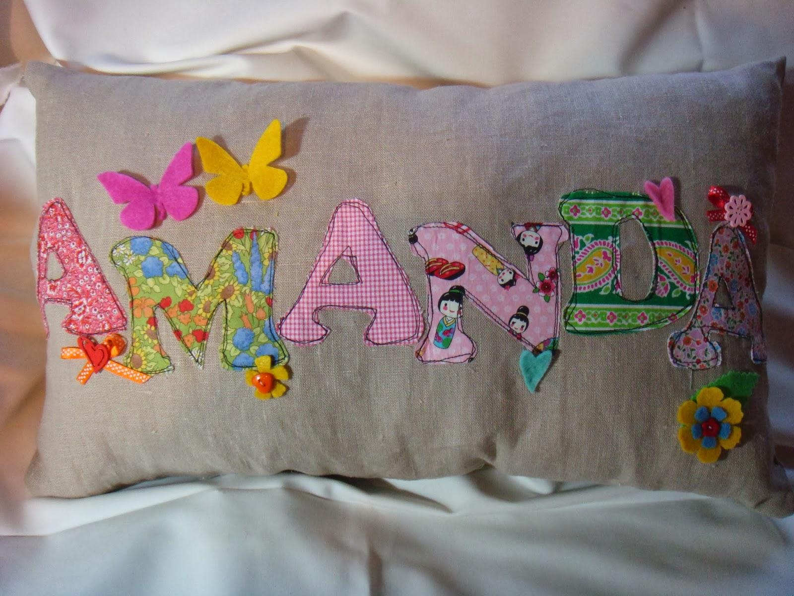 Liliana lunares cojines con nombre for Cojines con nombres bordados