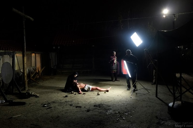 Fotografia dal set della Via Crucis di Max Angeloni