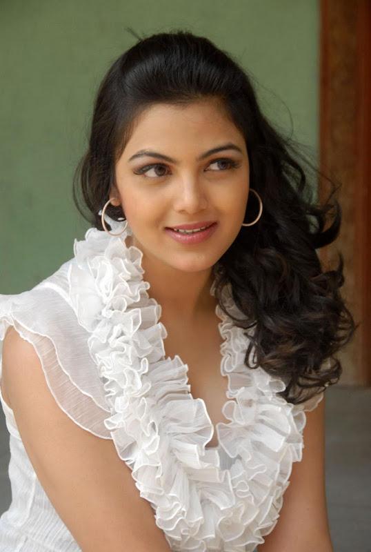 Actress Priyanka Tiwari New Hot Stills Photos gallery pictures