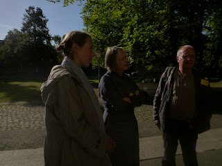 Im Gegenlicht: Mona Koch vom avant-verlag, Dibou, Golo