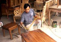 Proses finishing furniture kayu