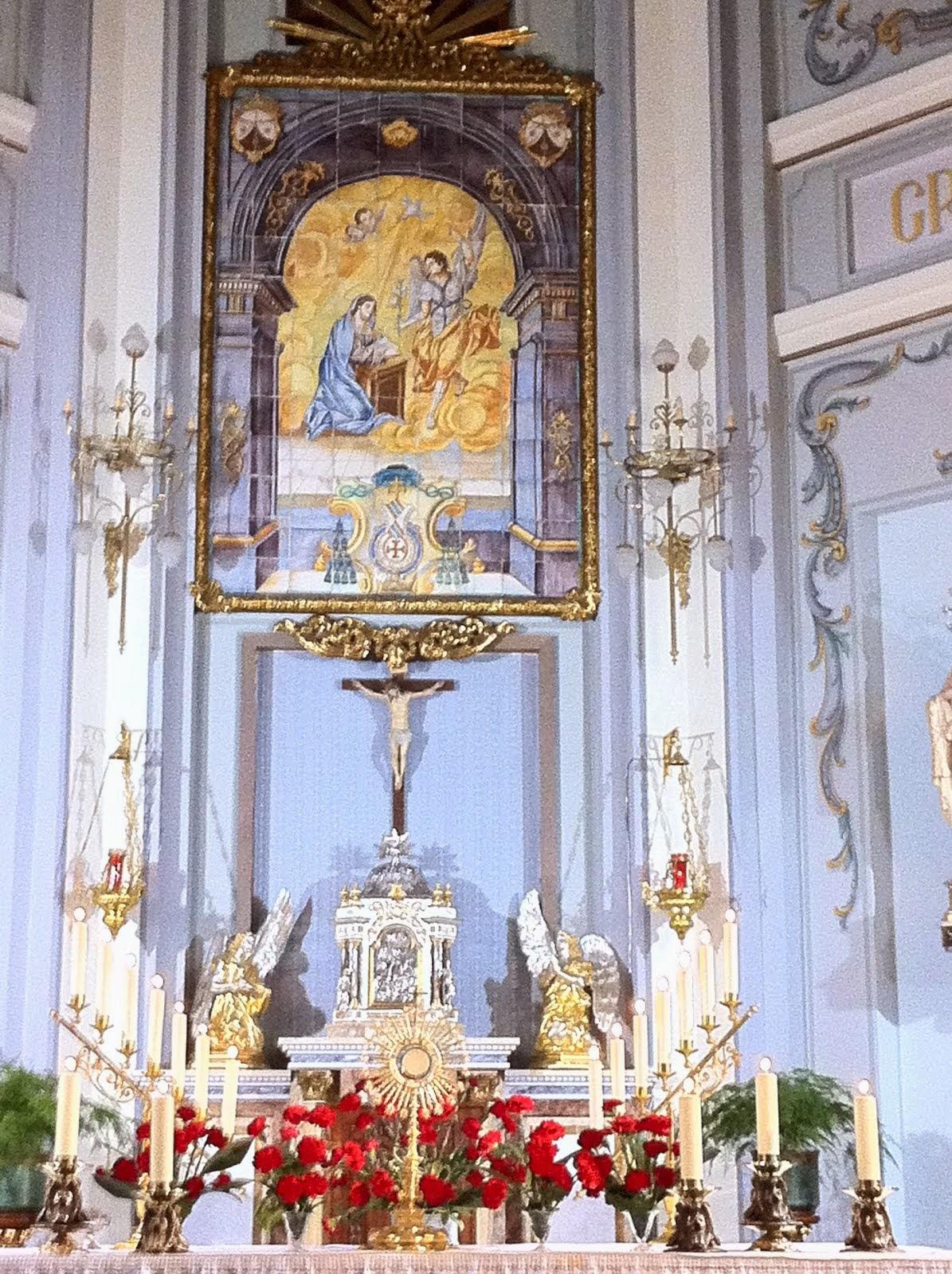 ADOREMOS A JESÚS EN EL SANTÍSIMO SACRAMENTO DEL ALTAR
