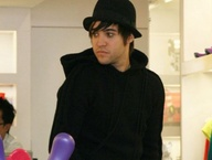 Famous pop star Pete Wentz has bipolar disorder