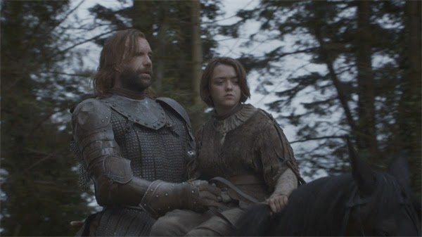 Arya y Sandor Cleagane en Game of Thrones 4x01 (Two Swords)